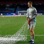 Thủ thành Neuer cắt lưới sau trận chung kết Champions League
