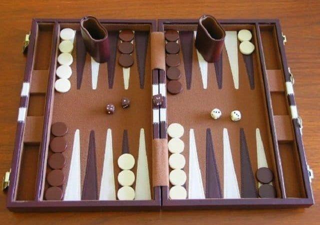 Cờ backgammon là gì? Hướng dẫn cách chơi Backgammon cơ bản