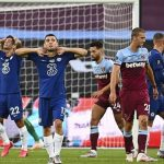 Chelsea thua ngược phút cuối