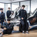 Faker tạo dáng cực ngầu bên siêu BMW