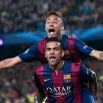 Dani Alves thuyết phục Neymar về Barca