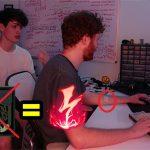 """Game thủ sáng tạo ra thiết bị """"Sốc Điện"""" để trừng phạt hành vi không nhìn minimap"""