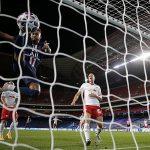 Neymar bị nghi muốn cướp bàn thắng của đồng đội