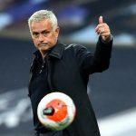 Mourinho không hài lòng với trọng tài và VAR