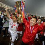 Cựu thủ môn Dương Hồng Sơn: 'Người ta từng đổ bao tải tiền vào nhà tôi'