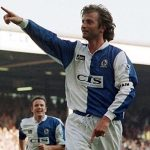 Trọng tài nương tay khi Blackburn truất ngôi Man Utd
