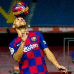 CĐV chế giễu tân binh của Barca