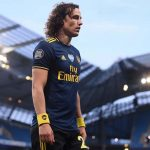 Carragher khuyên Arsenal loại Luiz