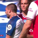 Cầu thủ Arsenal bóp cổ đối phương