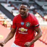 Martial phá dớp bảy năm của Man Utd