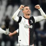 Messi: 'Ronaldo có thể ghi bàn trong mọi trận đấu'
