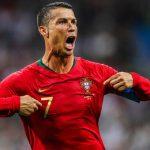 Ronaldo hướng dẫn tập thể dục ở nhà