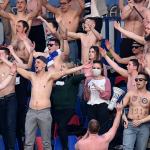 Sân bóng Belarus đầy ắp khán giả