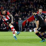 Đội Ngoại hạng Anh đầu tiên hoãn trả lương cầu thủ