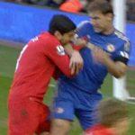 Carragher: 'Suarez khiến Liverpool mất chức vô địch'