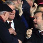 Phó Chủ tịch Man Utd khua tay tranh luận với Alex Ferguson