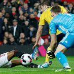 Roy Keane: 'Man Utd sẽ mất suất top 4 cho West Ham hoặc Leicester'