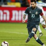 Messi giúp Argentina thoát thua Uruguay