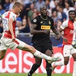 Inter thoát thua phút chót ở Champions League