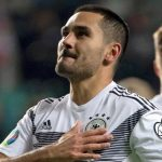 Đức thắng trong thế thiếu người ở vòng loại Euro