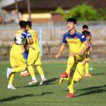Tuyển Việt Nam cười đùa vui vẻ trước trận đấu Indonesia