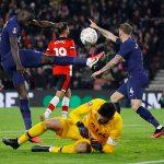 Tottenham phải đá lại vòng bốn Cup FA