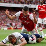 Arsenal thoát thua Tottenham