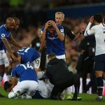 Cầu thủ Everton vào phòng thay đồ an ủi Son Heung-min