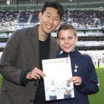 Mourinho mời cậu bé nhặt bóng ăn trưa cùng Tottenham