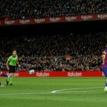 Messi san bằng kỷ lục hat-trick của Ronaldo