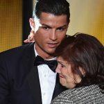 Mẹ Ronaldo: 'Mafia bóng đá khiến con tôi mất nhiều danh hiệu'