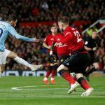Berbatov: 'Man Utd có thể giành ba điểm từ Man City'