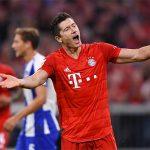 Lewandowski và VAR cứu Bayern thoát thua trận ra quân