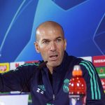 Zidane thấy phiền vì tin đồn mất ghế vào tay Mourinho