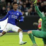 Leicester bỏ cách Man City bốn điểm
