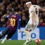 Gary Lineker: 'Băng đầu của Phil Jones lỏng ra vì theo kèm Messi'