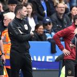 HLV Arsenal ám chỉ trọng tài là nguyên nhân thảm bại Leicester