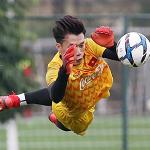 HLV Park giục thủ môn Bùi Tiến Dũng mua nhà