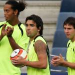Barca bán Ronaldinho và Deco để bảo vệ Messi