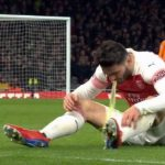 Kolasinac nôn trên sân khi gặp Man Utd