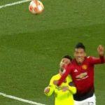CĐV Man Utd gọi tên Ronaldo khi Messi đổ máu