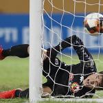 Bùi Tiến Dũng tự nhận chơi chưa tốt trong trận đầu bắt chính ở Hà Nội