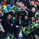Ajax đoạt danh hiệu đầu tiên, hướng đến cú ăn ba