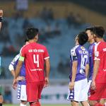 Văn Quyết lĩnh thẻ đỏ trong chiến thắng của CLB Hà Nội