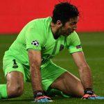 CĐV của PSG: 'Hãy đặt Buffon vào quan tài'