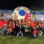 Người dân Dubai reo hò ăn mừng chiến thắng cùng du khách Việt Nam