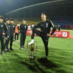 Đội U18 Hàn Quốc xin lỗi Trung Quốc vì dẫm chân lên Cup