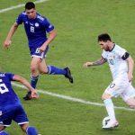 Khoảnh khắc Messi đơn độc chỉ ra vấn đề của Argentina