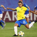 Marta - nữ huyền thoại với mức lương chỉ bằng 0,3% của Neymar