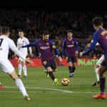 Messi lập cú đúp giải cứu Barca